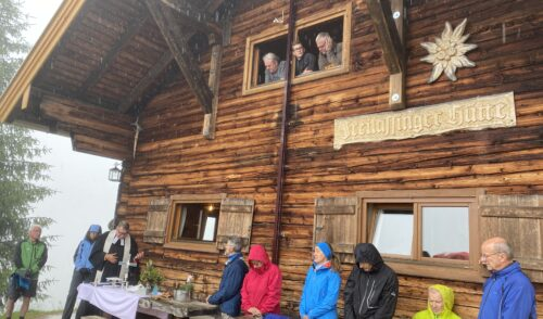 Artikelbild zu Artikel Bergmesse und Dacheinweihung der Freilassinger Hütte